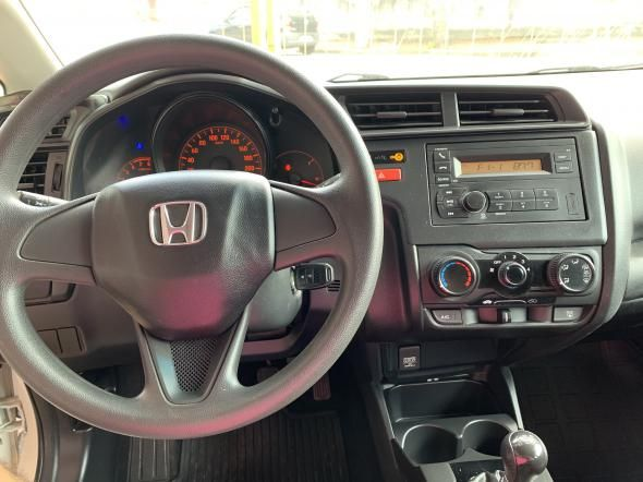 Honda Fit 1.5 manual (SUPER CAR VEÍCULOS)