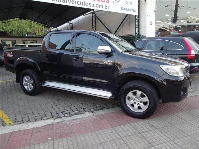 Toyota  Hilux C.D. SRV 4X4 (COLONIAL VEÍCULOS)