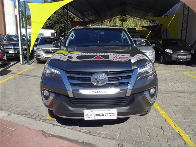 Toyota  Hilux Sw4 SRX (COLONIAL VEÍCULOS)